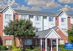 Microtel Inn & Suites Greenville by Wyndham - Greenville - Bedroom