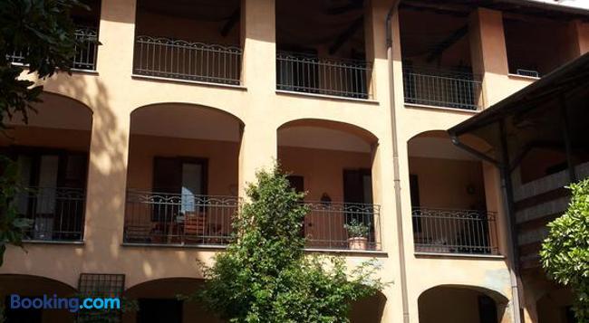 B&B il Cortile Malpensa - Casorate Sempione - Building