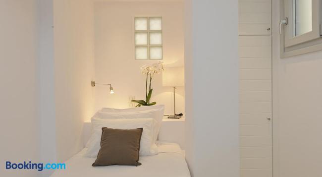 Romantica Suites - Naousa (Paros) - Bedroom