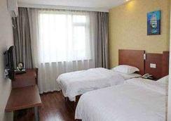 Super 8 Hotel Shanghai Jinshan Xuefulu Chengshi Sh - Shanghai - Bedroom