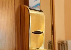 Hotel Rialto - Alicante - Bathroom
