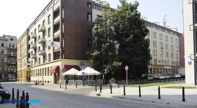 Emka Hostel - Warsaw - Building