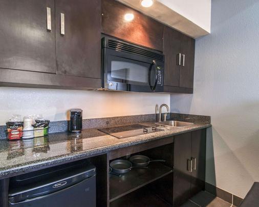 Comfort Inn & Suites I-10 Airport - El Paso - Kitchen