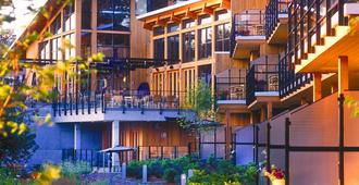 Brentwood Bay Resort & Spa - Victoria - Building