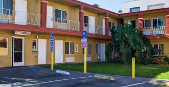 Rodeway Inn near Venice Beach - Los Angeles - Building