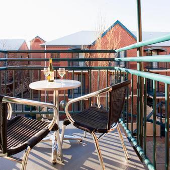 Breakfree Adelaide - Adelaide - Balcony
