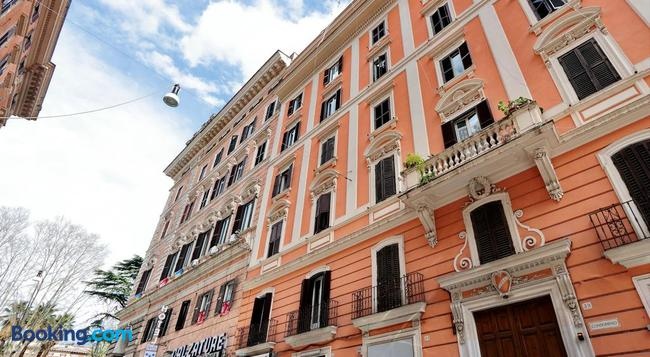 Lucky Home Rooms - Rome - Building
