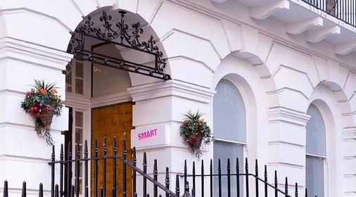 Smart Russell Square Hostel - London - Outdoor view