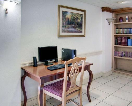 Econo Lodge Conference Center - El Dorado - Business centre