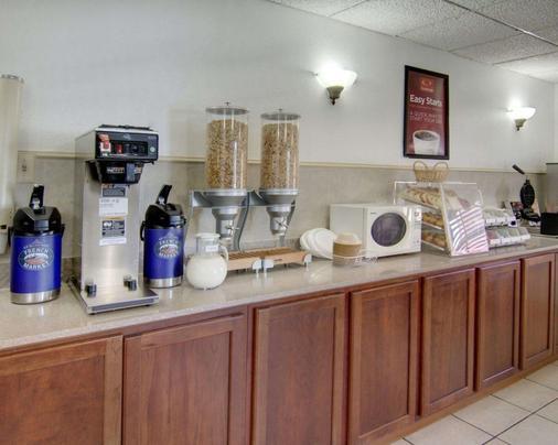 Econo Lodge Conference Center - El Dorado - Kitchen