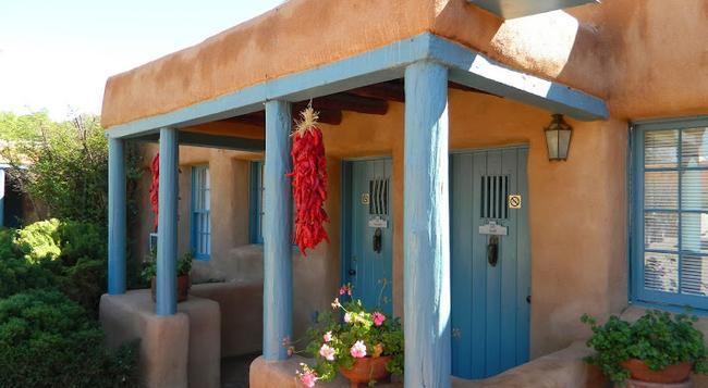 Pueblo Bonito Bed and Breakfast Inn - Santa Fe - Building