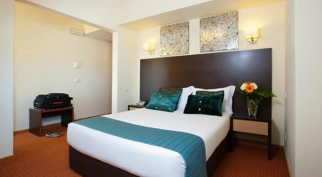 Hotel Dom Afonso Henriques - Lisbon - Bedroom