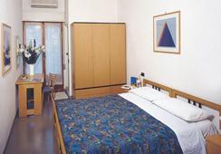 Hotel Capitol - Pesaro - Bedroom
