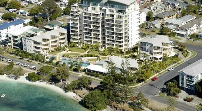 Moorings Beach Resort - Golden Beach - Building