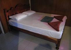 Taatoh Resort And Freedom Beach Resort - Ko Tao - Bedroom