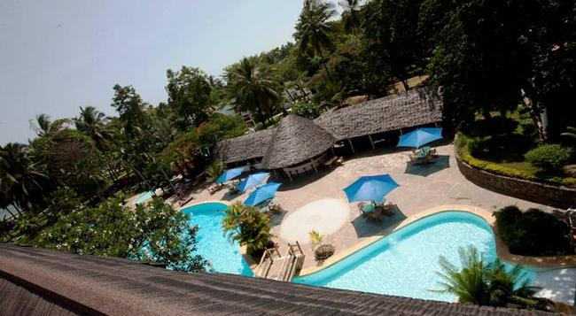 Travellers Beach Hotel - Mombasa - Pool
