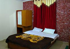 Hotel Crystal - Manali - Bedroom