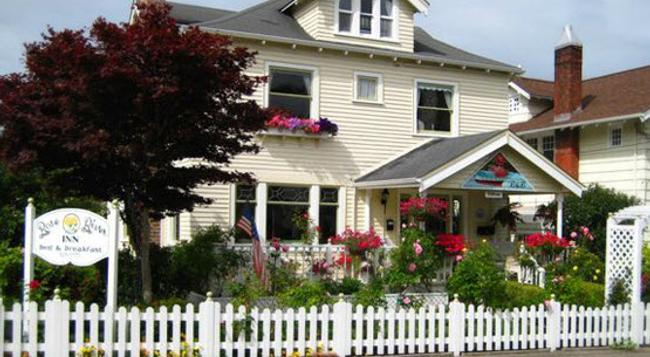 Rose River Inn Bed and Breakfast - Astoria - Building