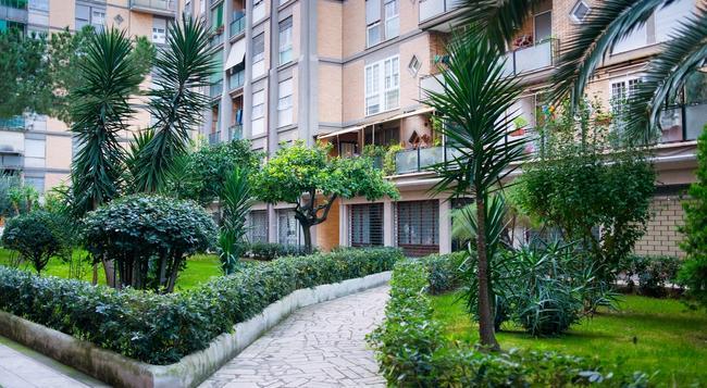 Chez Moi! - Rome - Building