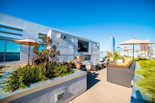Ginosi Figaro Apartel - Los Angeles - Patio