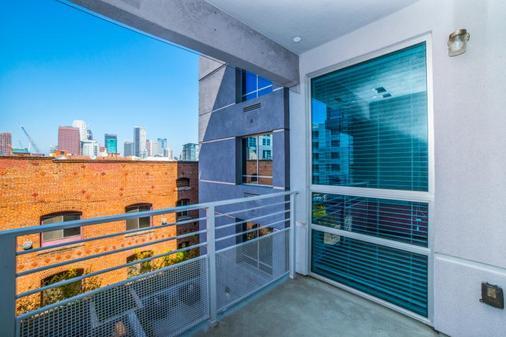 Ginosi Figaro Apartel - Los Angeles - Balcony