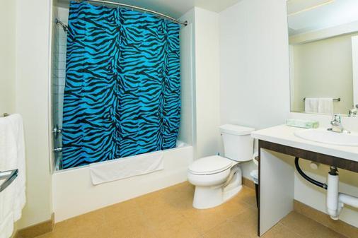 Ginosi Figaro Apartel - Los Angeles - Bathroom