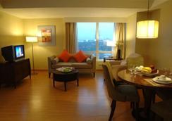 Lancaster Hotel Manila - Mandaluyong - Bedroom