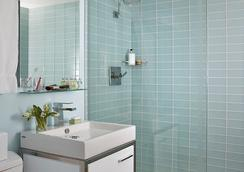 Harvard Square Hotel - Cambridge - Bathroom