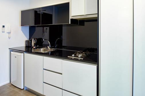 Pegasus Apart'Hotel - Melbourne - Kitchen