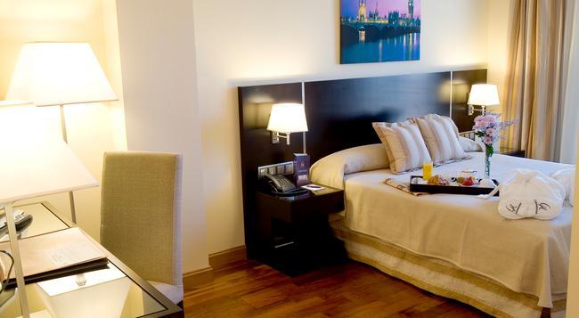 Hotel Clement Barajas - Madrid - Bedroom