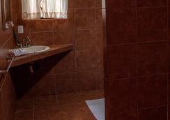 Hotel Los Ranchos - Jaco - Bathroom