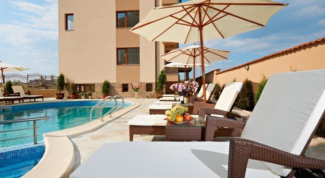 Stanny Court Aparthotel - Nesebar - Pool
