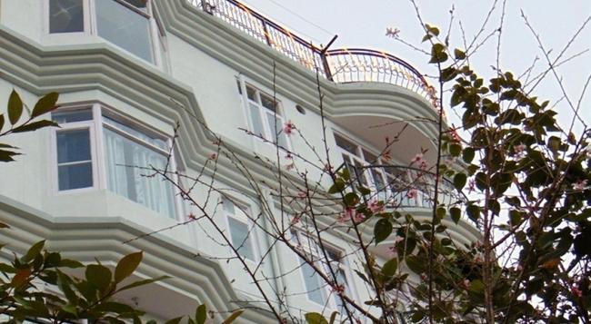 Aamantran Home Stay Shoghi - Shimla - Building