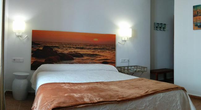 Hostal Enriqueta - Marbella - Bedroom