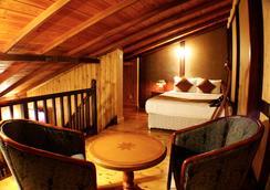 Alpine Hotel - Nuwara Eliya - Bedroom