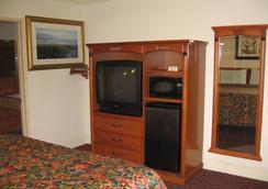 Walls Motel Long Beach - Long Beach - Bedroom