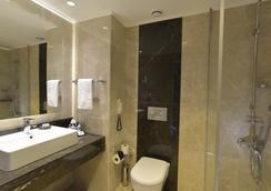 Turquoise Hotel - Side - Bathroom