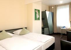 Monopol Hotel - Dusseldorf - Bedroom