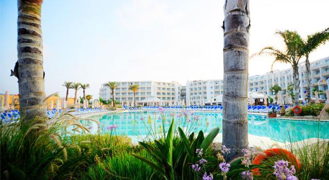 Seabank Resort & Spa - Mellieha - Building