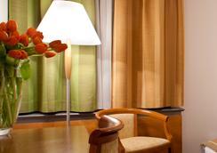 Central Hotel - Ljubljana - Bedroom
