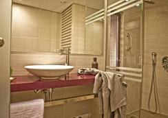Novus City Hotel - Athens - Bathroom
