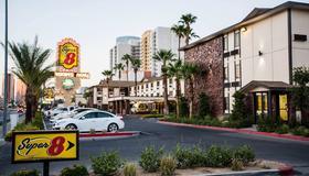 Ellis Island Hotel Super 8 Las Vegas - Las Vegas - Building