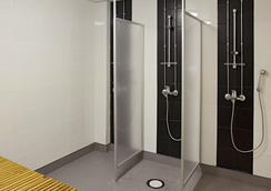 Cheapsleep Helsinki - Hostel - Helsinki - Bathroom