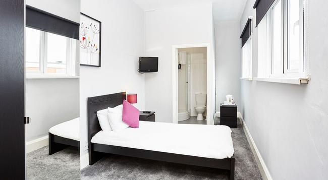 Nightel Express - Hull - Bedroom