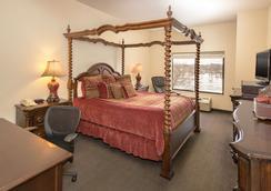 Cliffbreakers Riverside Hotel & Conference Center - Rockford - Bedroom