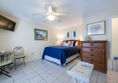 Tarpon Tale Inn - Sanibel - Bedroom