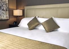 Ethan Allen Hotel - Danbury - Bedroom