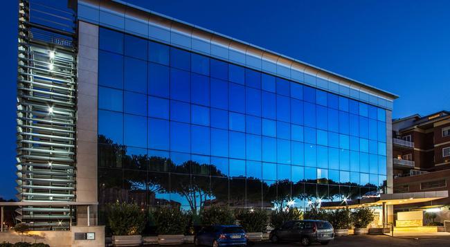 Hotel Artis - Rome - Building