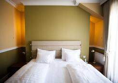 Queen's Court Hotel & Residence - Budapest - Bedroom