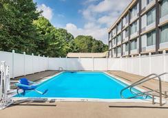 Wyndham Garden Pittsburgh Airport - Pittsburgh - Pool
